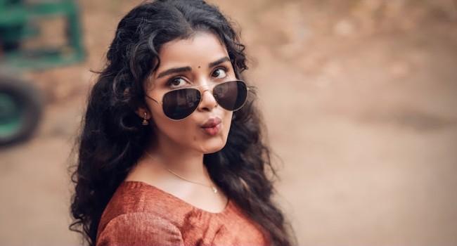 Anupama Parameswaran - ఫన్నీ ఛిట్ చాట్