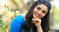 Krithi Shetty - ఉప్పెన బ్యూటీ బాలీవుడ్ పై కన్ను?