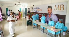 Mahesh Vaccine - ఊరి మొత్తం టీకా వేయించిన శ్రీమంతుడు